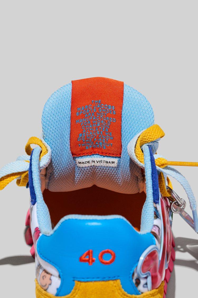 鞋舌附上一句「Marc Jacobs運動鞋不是為世界冠軍運動員製造的,因為我們對...