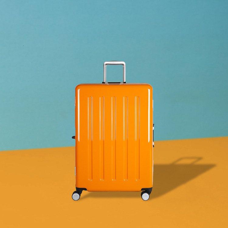 Crown熱帶糖果盒系列行李箱3,980元起。圖/Crown提供