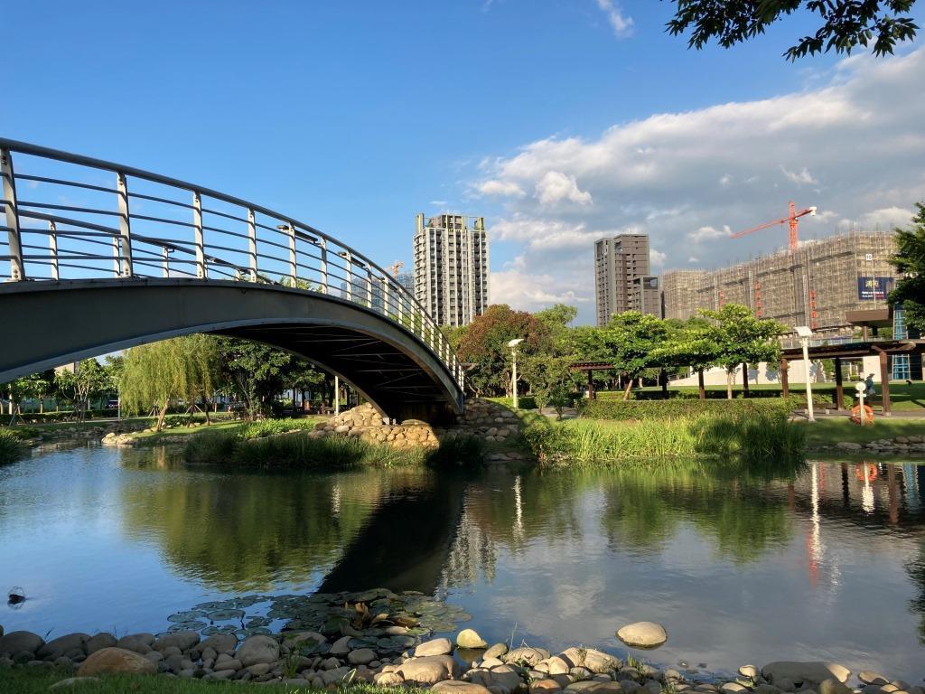 桃園禾風公園為親水公園,疫情讓週邊的養生樂活宅更搶手。圖/信義房屋提供