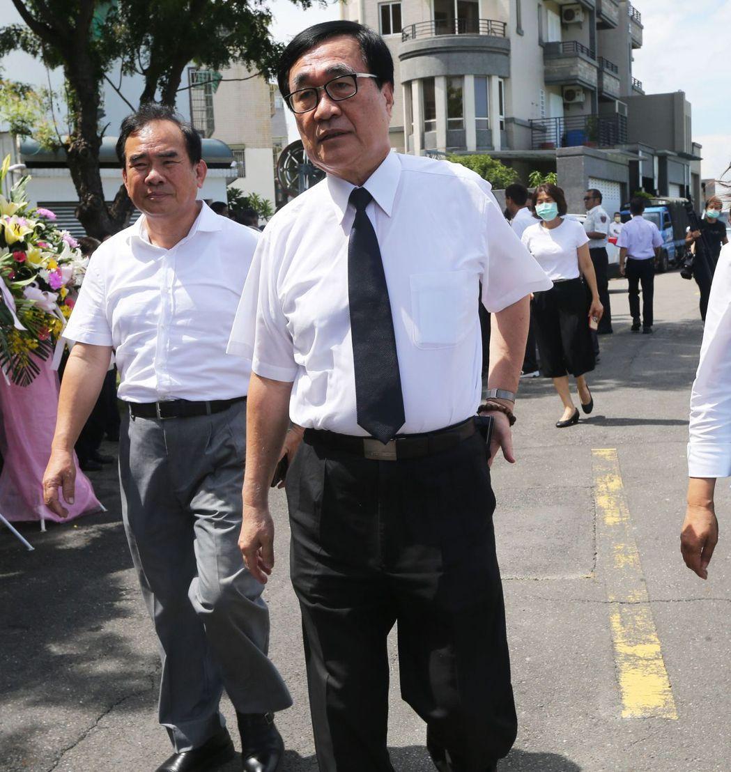 李四川卸下副市長職務後,外界關注他的下一步,他之前透露會到民間公司上班,回歸「上...