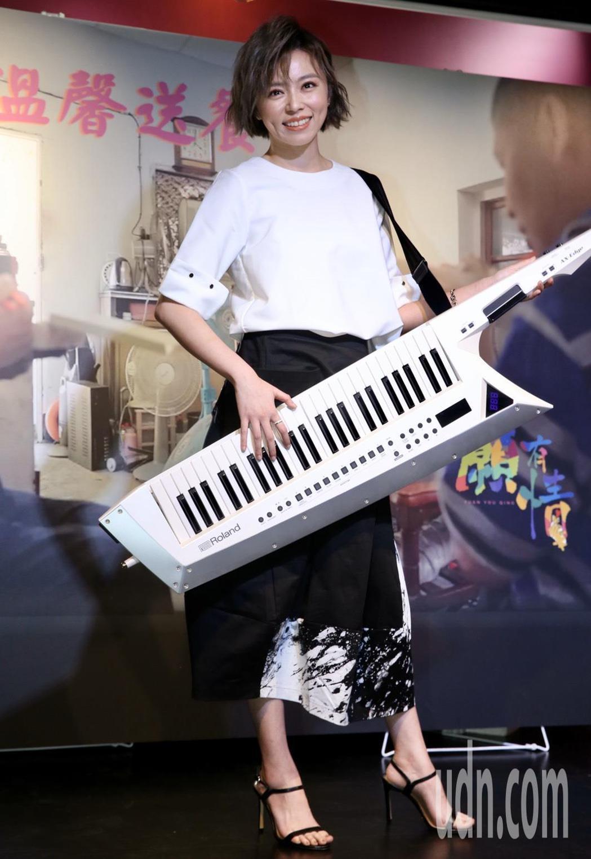 藝人王瞳為公益獻唱歌仔戲。記者林俊良/攝影