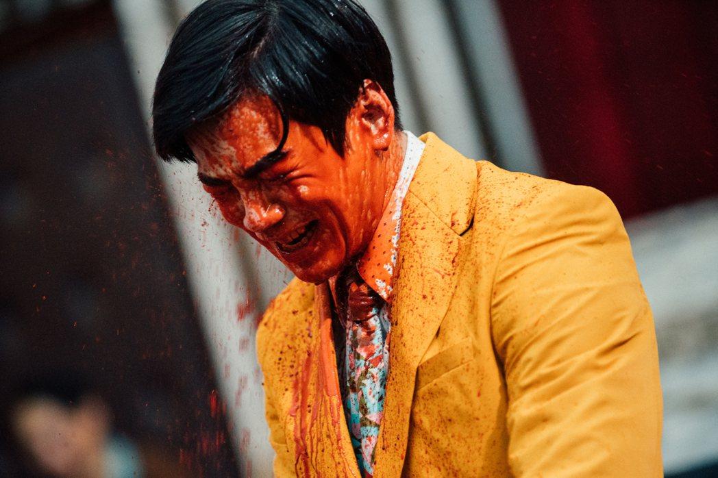 禾浩辰「逃出立法院」血液橫流噴到崩潰。圖/華映提供