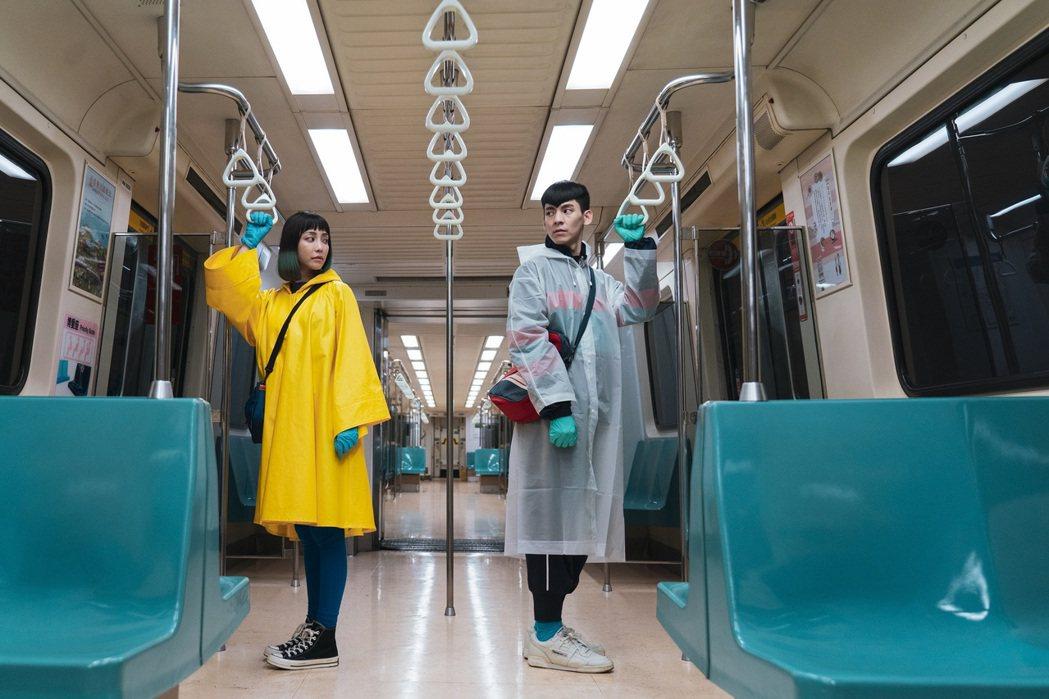 林柏宏(右)、謝欣穎(左)主演的奇幻愛情電影「怪胎」榮獲2020富川奇幻影展NE...