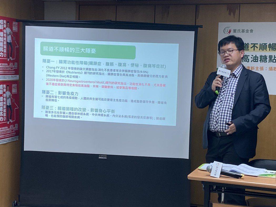 北榮胃腸肝膽科醫師王彥博表示,上班族愛吃甜食,常攝取可能變胖外,也可能使腸道不順...