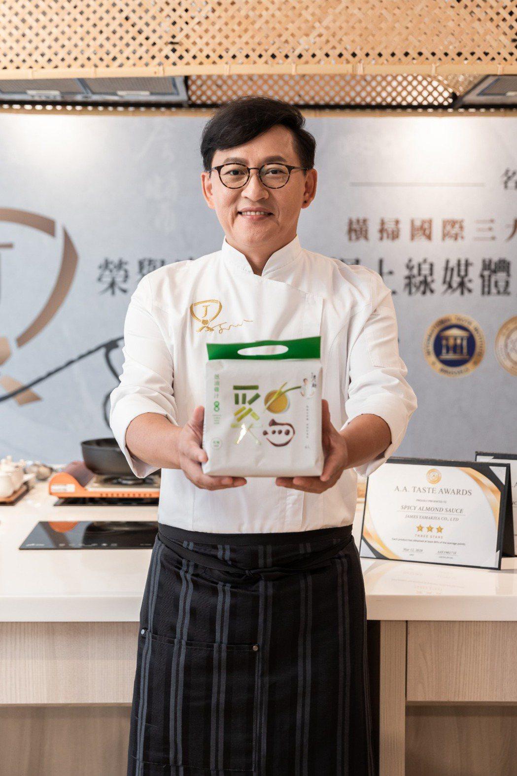 詹姆士花半年研發出蔥油雞汁口味。圖/詹麵提供