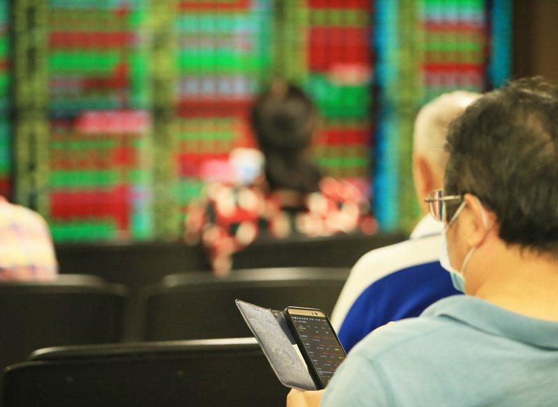 台股今日開高走高,權王台積電大漲飆上天價,聯發科再度站上兆元市值。記者杜建重/攝影