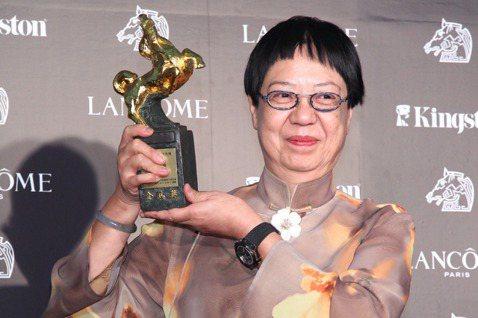 華人女導演許鞍華將獲威尼斯影展頒發終身成就金獅獎,成為史上第一得此殊榮的女導演,為她已是金馬獎、香港電影金像獎獲獎最多次導演的傳奇紀錄上再添一筆。古今中外電影圈向來重男輕女,許鞍華在華人影史上的地位...