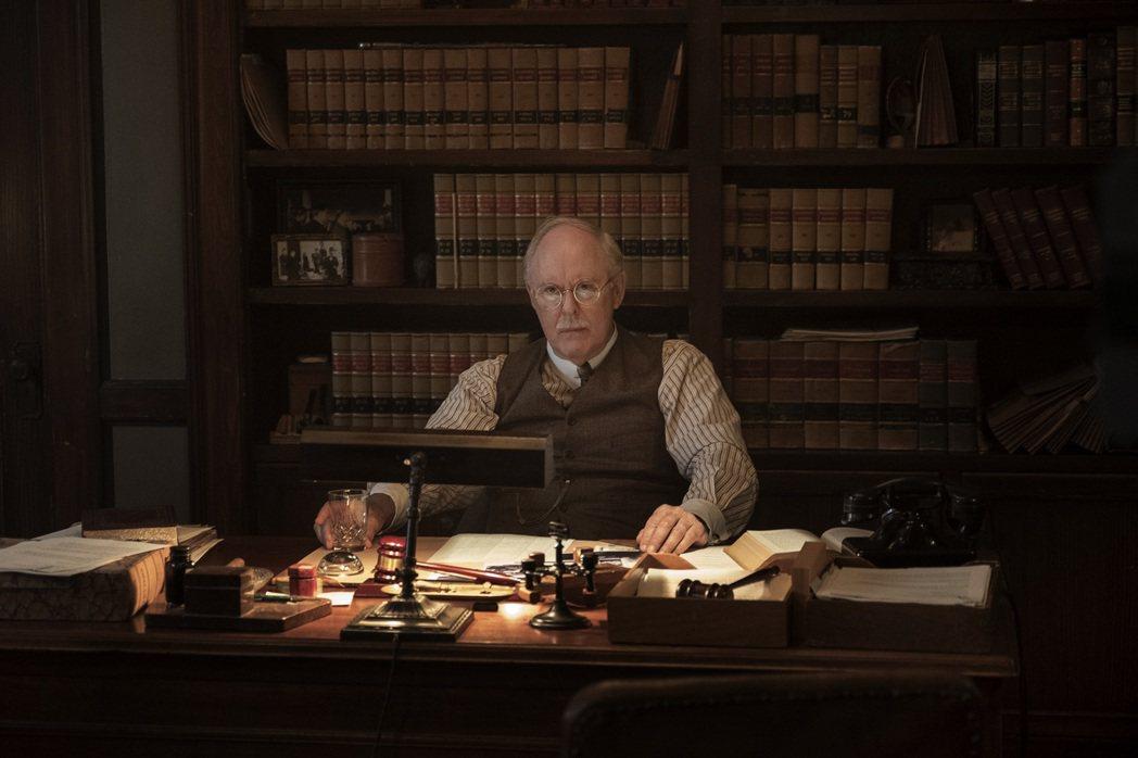 約翰李斯高在影集飾演內心飽受掙扎的律師。圖/HBO提供