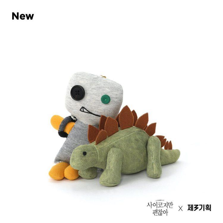 「雖然是神經病但沒關係」望太玩偶、恐龍玩偶預購已售罄。圖/取自IG @ch3.c...