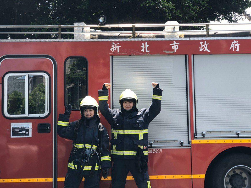 李懿和路雨希變身女消防員。圖/懿想天開提供