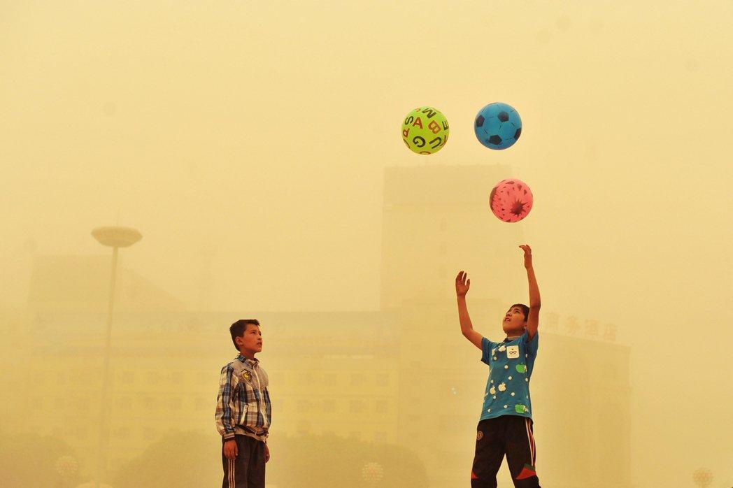 維吾爾族的現況是否稱得上是「種族滅絕」?各界專家對此各有尺度與看法,但一致的共識...