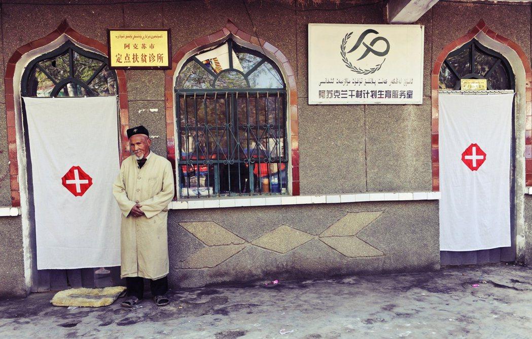 過去新疆農村地區的計劃生育,因各種現實因素遲遲無法強力貫徹,更像是只用於約束幹部...