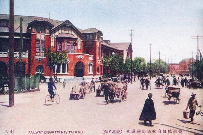 位於街廓轉角的新鐵道部廳舍。 圖/國立台灣博物館