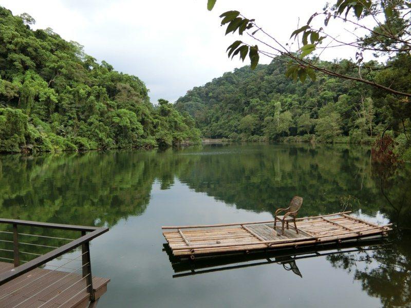 後慈湖原為蔣公與夫人散步、划船的小湖,園區步道由慈湖側門進入後,越過小丘陵,約兩...
