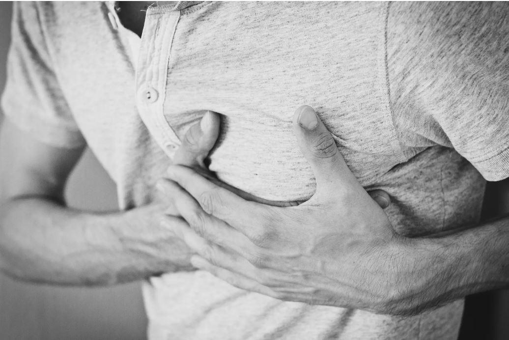 究竟胸痛是否為心臟病,需要先了解造成胸痛的原因,才能判斷。 圖/pexels