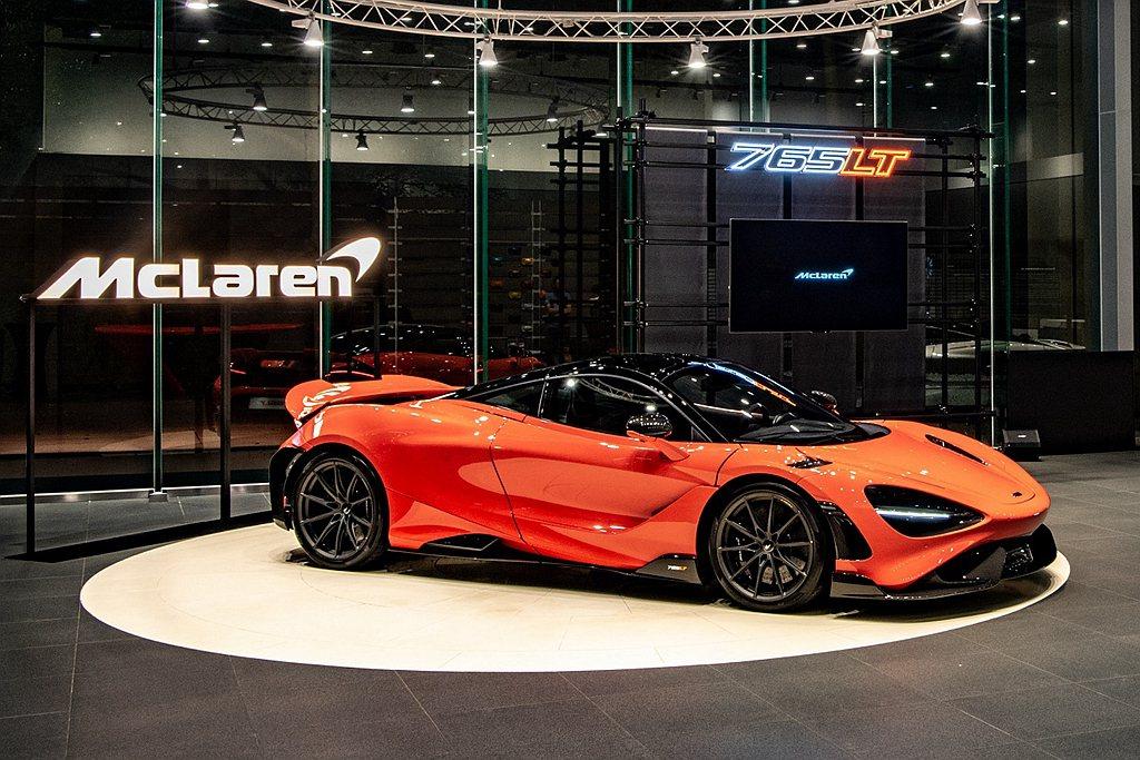 McLaren 765LT 台灣市場基本售價為2,368萬元起。 圖/McLar...