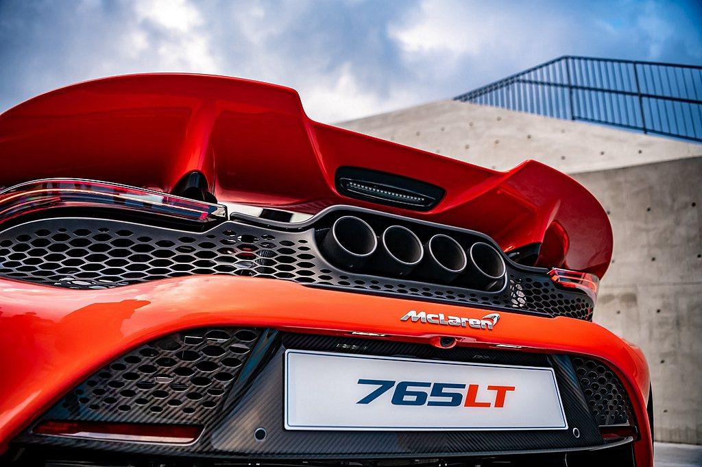 McLaren 765LT搭載4.0L V8雙渦輪引擎,具備765ps最大馬力與...