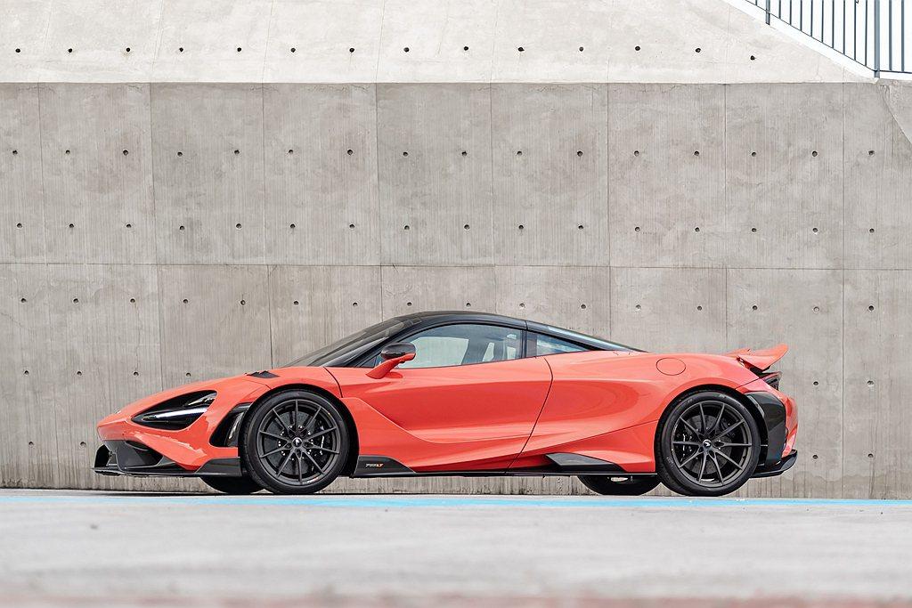 McLaren 765LT前軸加寬6mm不僅更具戰鬥感,專屬極輕量10輻鍛造輪圈...
