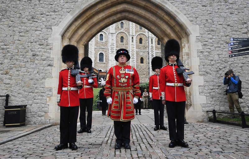 英國廣播公司(BBC)等媒體報導,英國皇家宮殿衛隊因疫情而面臨500年來首次裁員危機,倫敦塔衛兵將是首批裁員對象。歐新社