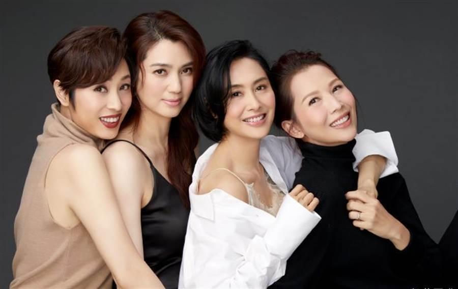 陳法蓉(左起)、洪欣、朱茵、蔡少芬合體拍片。圖/摘自微博