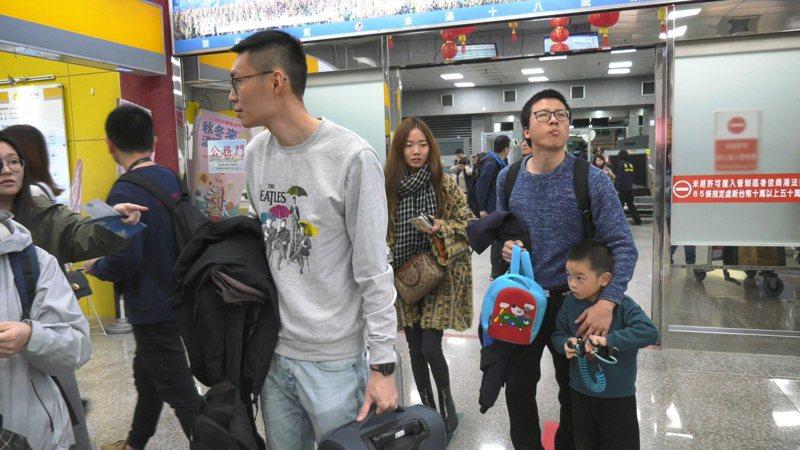 台北旅展金門旅遊有優惠,遊客近期將蜂湧而至,圖為年初金門小三通湧現返鄉的人潮。 圖/聯合報系資料照片