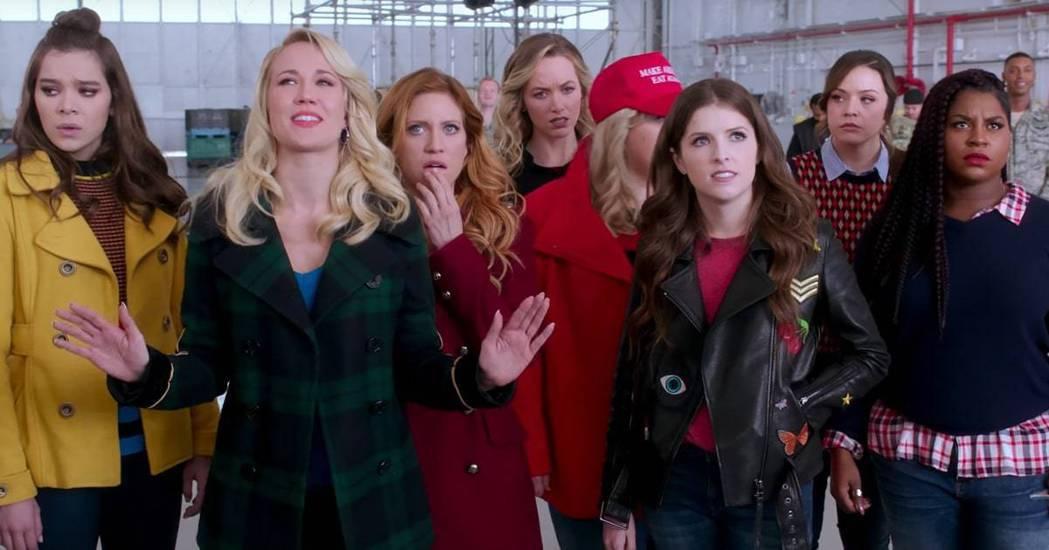 安娜坎普(左二)是「歌喉讚」系列中的要角。圖/摘自imdb