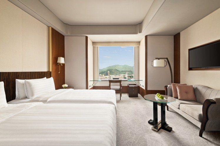香格里拉台北遠東國際大飯店「暖心住房專案」免費升等至尊榮客房。圖/遠東飯店提供