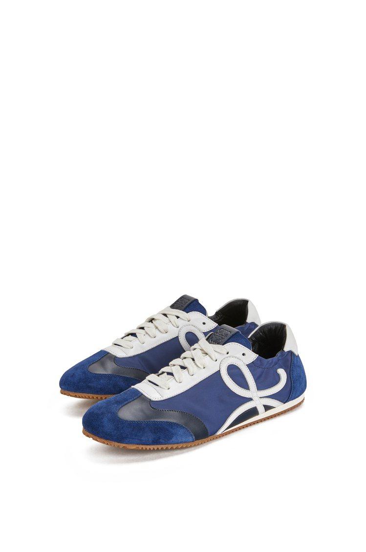 LOEWE Ballet runner海軍藍皮革拼接尼龍運動鞋,23,000元。...