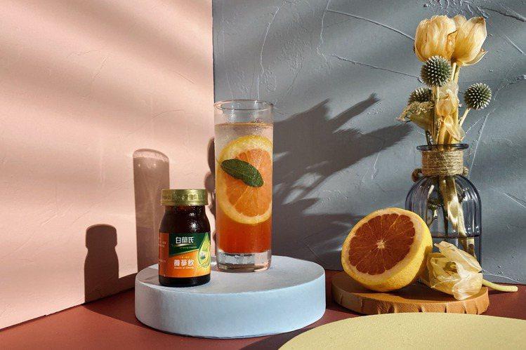 混合白蘭氏養蔘飲─冰糖燉梨、葡萄柚汁、蜂蜜柚子醬後,倒入氣泡水,營養滿分酸甜可口...