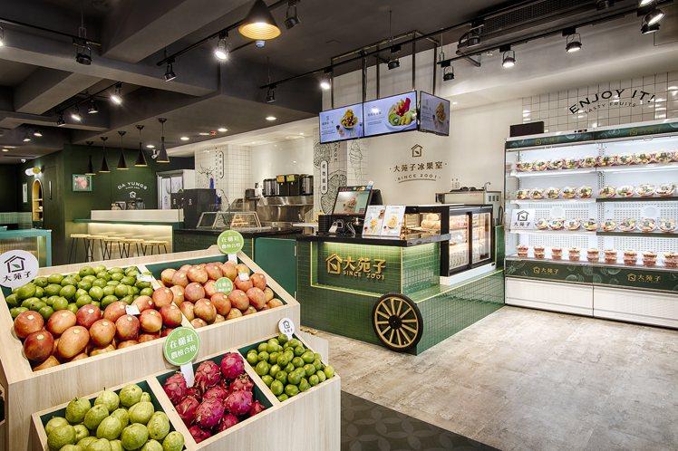大苑子市府夢想店以「冰果室」的概念,打造出複合式水果店。圖/大苑子提供
