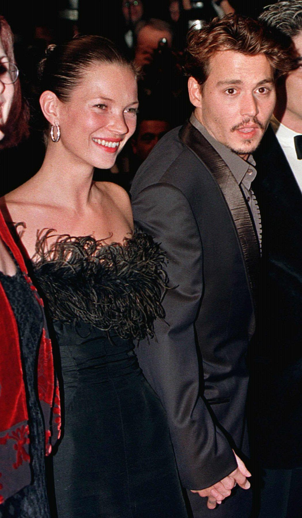 強尼戴普(右)被指和凱特摩絲(左)交往時,曾對她動粗。圖/路透資料照片