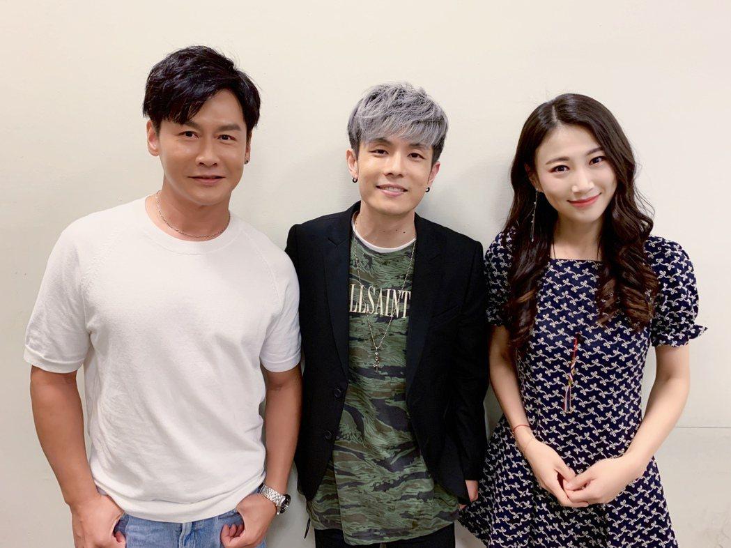 八三夭阿電(中)跟沈世朋(左)、李新在劇中合作。圖/KKLIVE提供