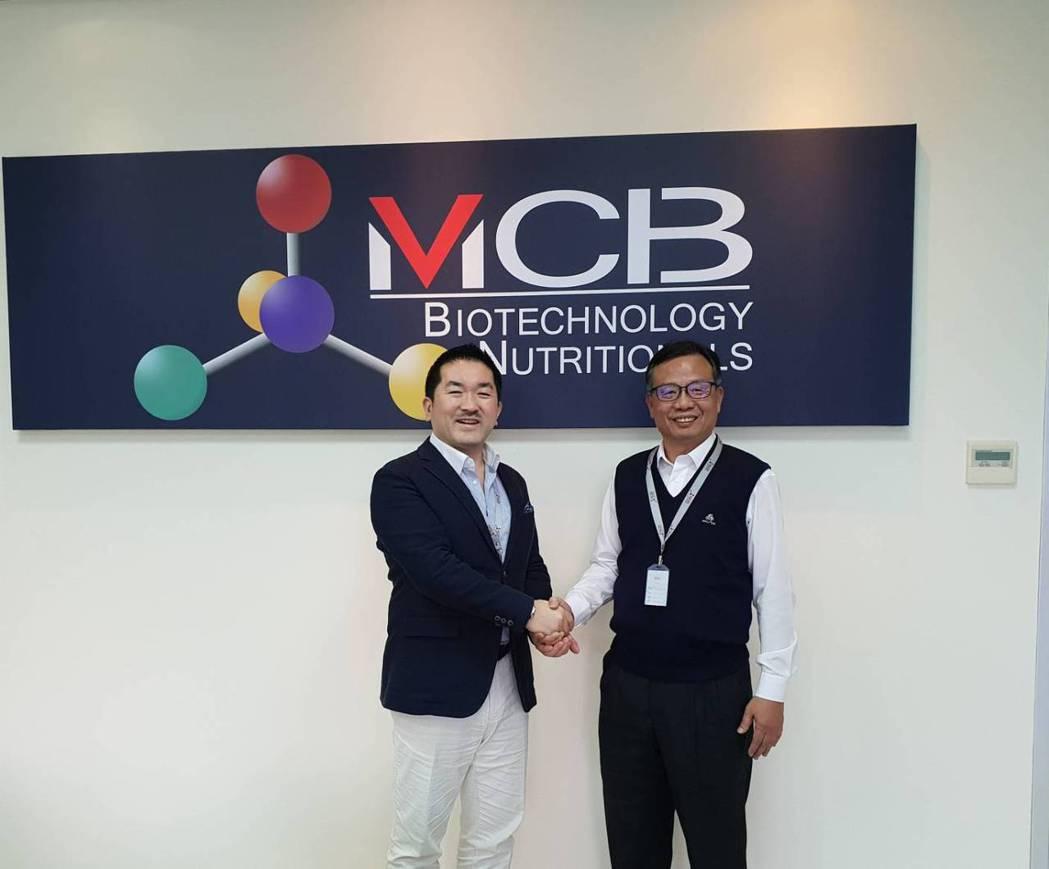 銘崎生技總經理王明義(右)表示,據市場回饋數據顯示,客戶滿意度高達98.98%。...