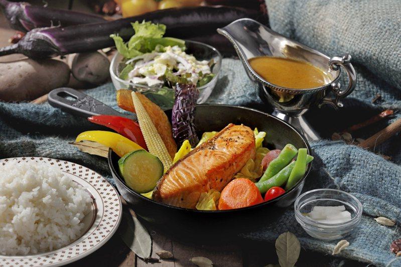 泰迪農園咖哩推出的「香煎鮭魚排咖哩」,每份420元。圖/泰迪農園咖哩提供