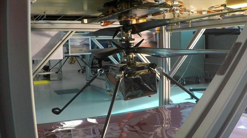 加州理工學院測試讓探測車投下火星直升機「機智號」。美聯社