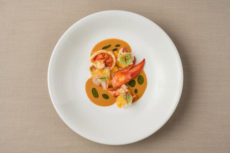 嫩煎龍蝦,紅蘿蔔,柑橘茴香沙拉和龍蝦汁。圖/chou chou提供