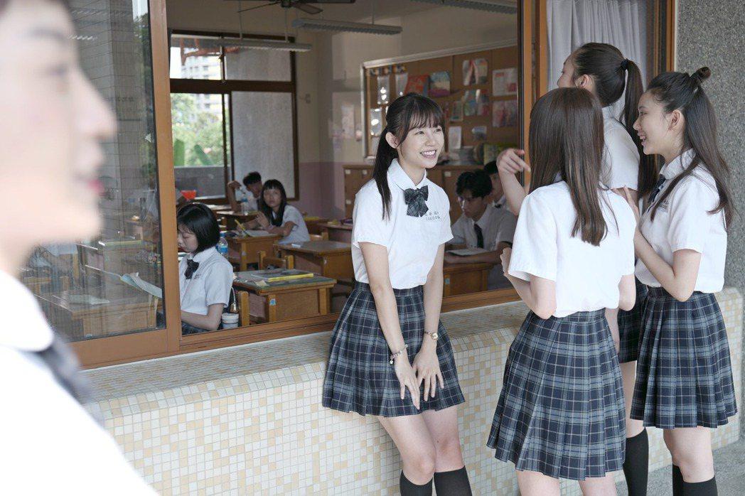 陳怡叡身邊超多跟班同學。圖/双喜提供