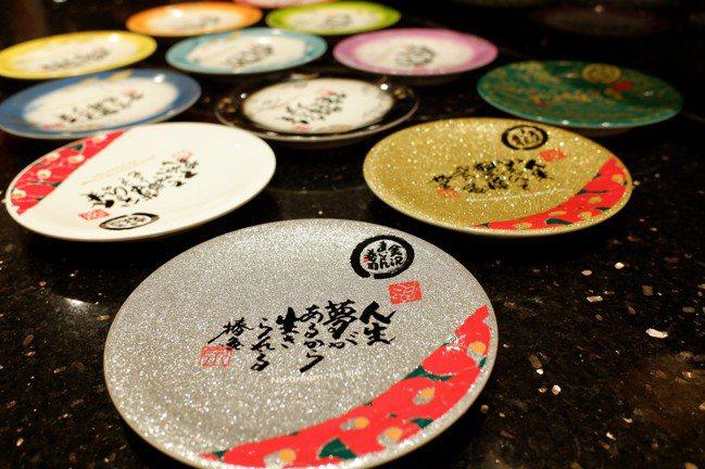 壽司價位以壽司盤區分,共有12種價位盤。記者江佩君/攝影