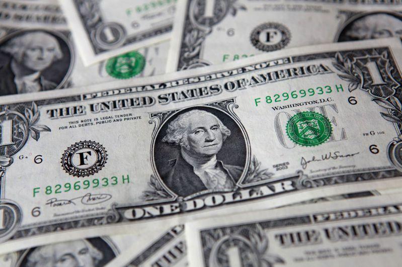 全球公債氾濫,超出央行購債額度,未來幾個月將供過於求近1兆美元。(路透)