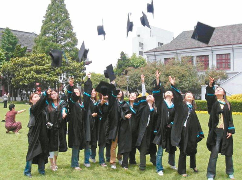 不少人大學畢業後會繼續讀碩士,而碩士念完後是否會再讀博士? 圖/聯合報系資料照片