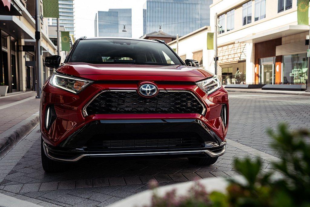 美國市場提供兩款Toyota RAV4 Prime車型可以選擇,SE建議售價為3...