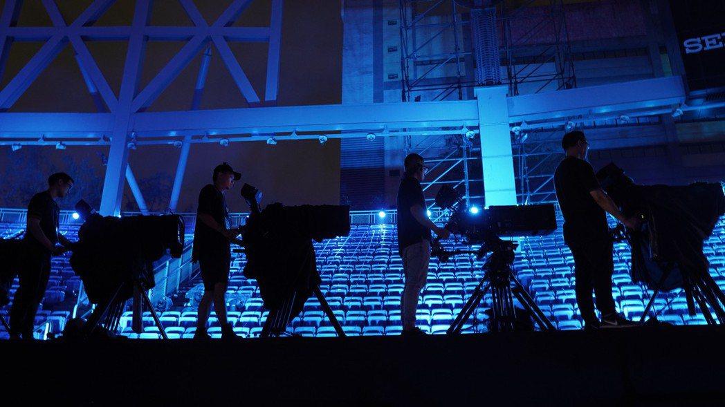 「突然好想見到你」線上演唱會現場的攝影師們。 圖/必應創造提供