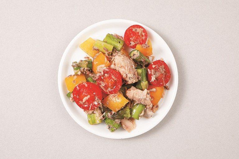 配菜:鯖魚罐頭沙拉。 圖/采實文化提供