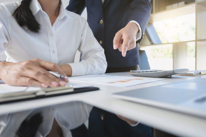 若在職場上遇到難相處的同事必會讓人怒火難消。示意圖/ingimage