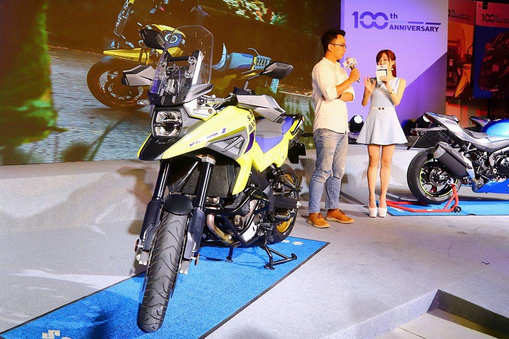 全新改款Suzuki V-Strom 1050XT導入LED燈系(大燈、尾燈、方...