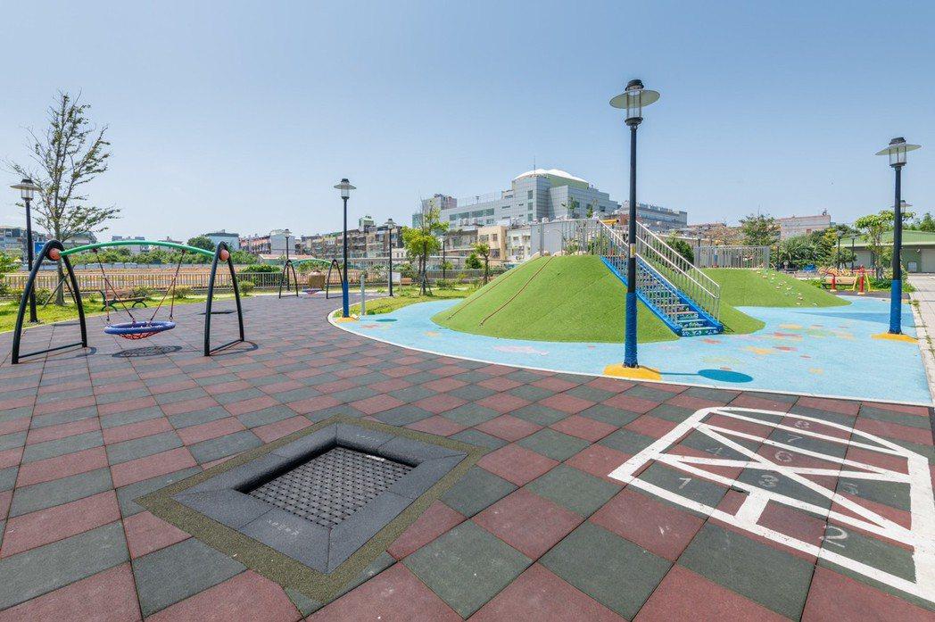 鳳鳴重劃區內公園正陸續興建,照片為鳳福公園。