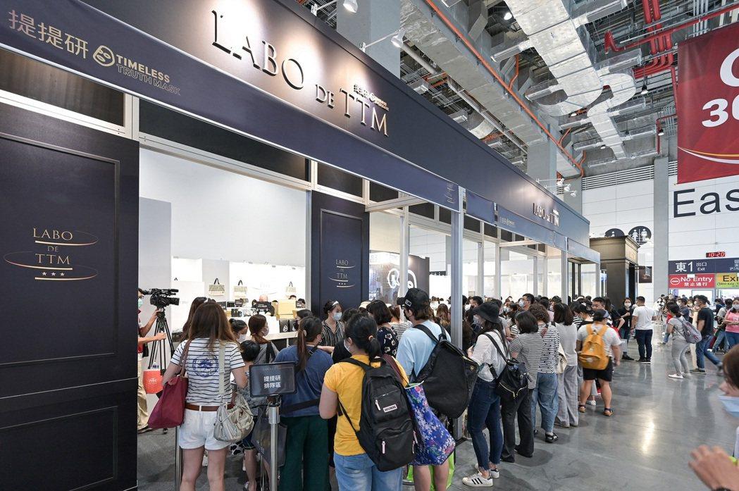 提提研「Labo De TTM」主題展區吸引大批排隊人潮。 佐見啦生技/提供
