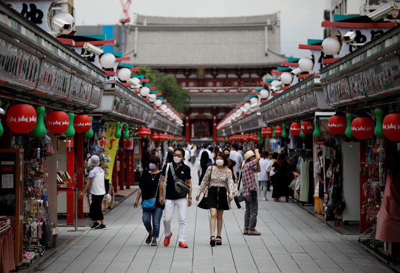 日本的2019冠狀病毒疾病疫情明顯升溫,東京都繼8月20日以來,今天再出現新增逾300例確診。 路透社