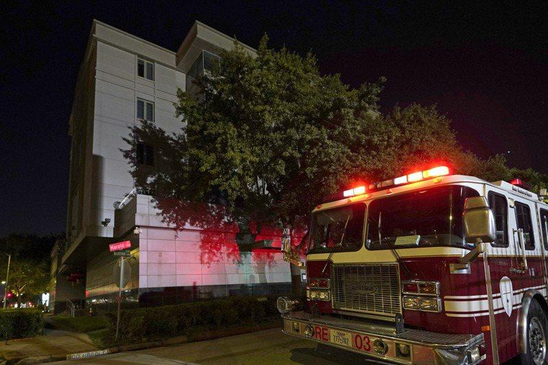 美國政府要求大陸駐休士頓總領事館七十二小時內撤離,館內人員焚燒銷毀文件,驚動警消關切。美聯社