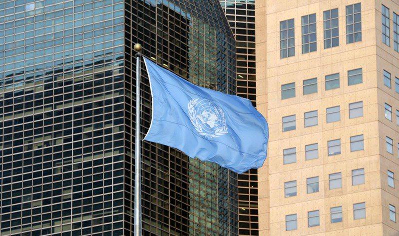 聯合國總部前的聯合國旗幟。法新社